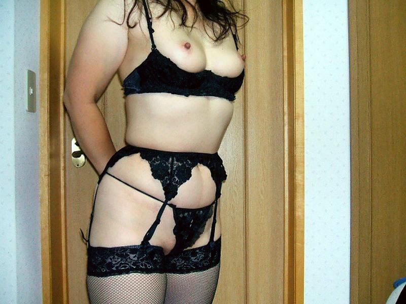 人妻のおばさんが男を誘惑するセクシーな下着姿がこちらwwwwwww 2928