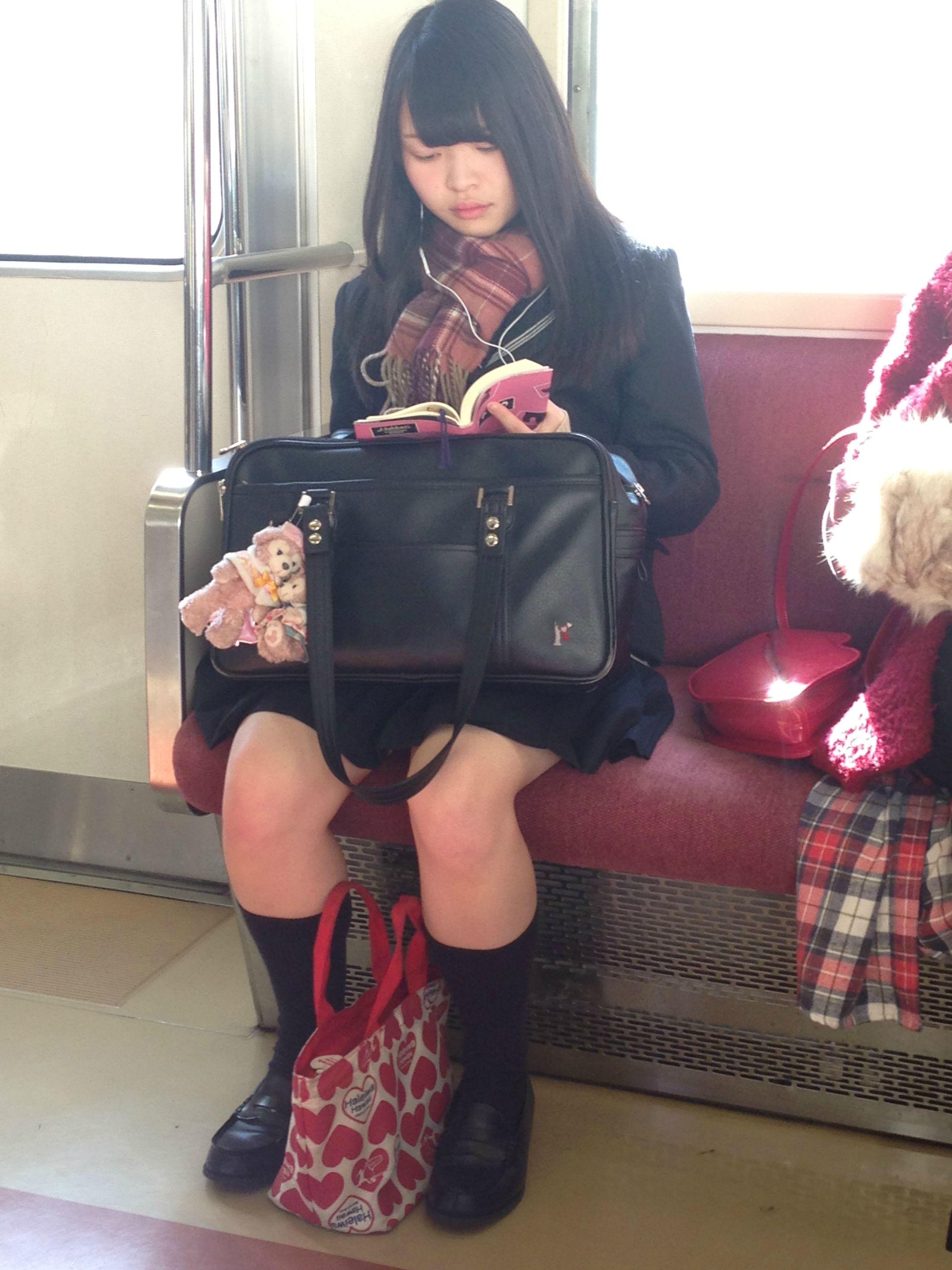 JKを電車や駅でバレないようにガン見しようね!!! 5AVgN8J