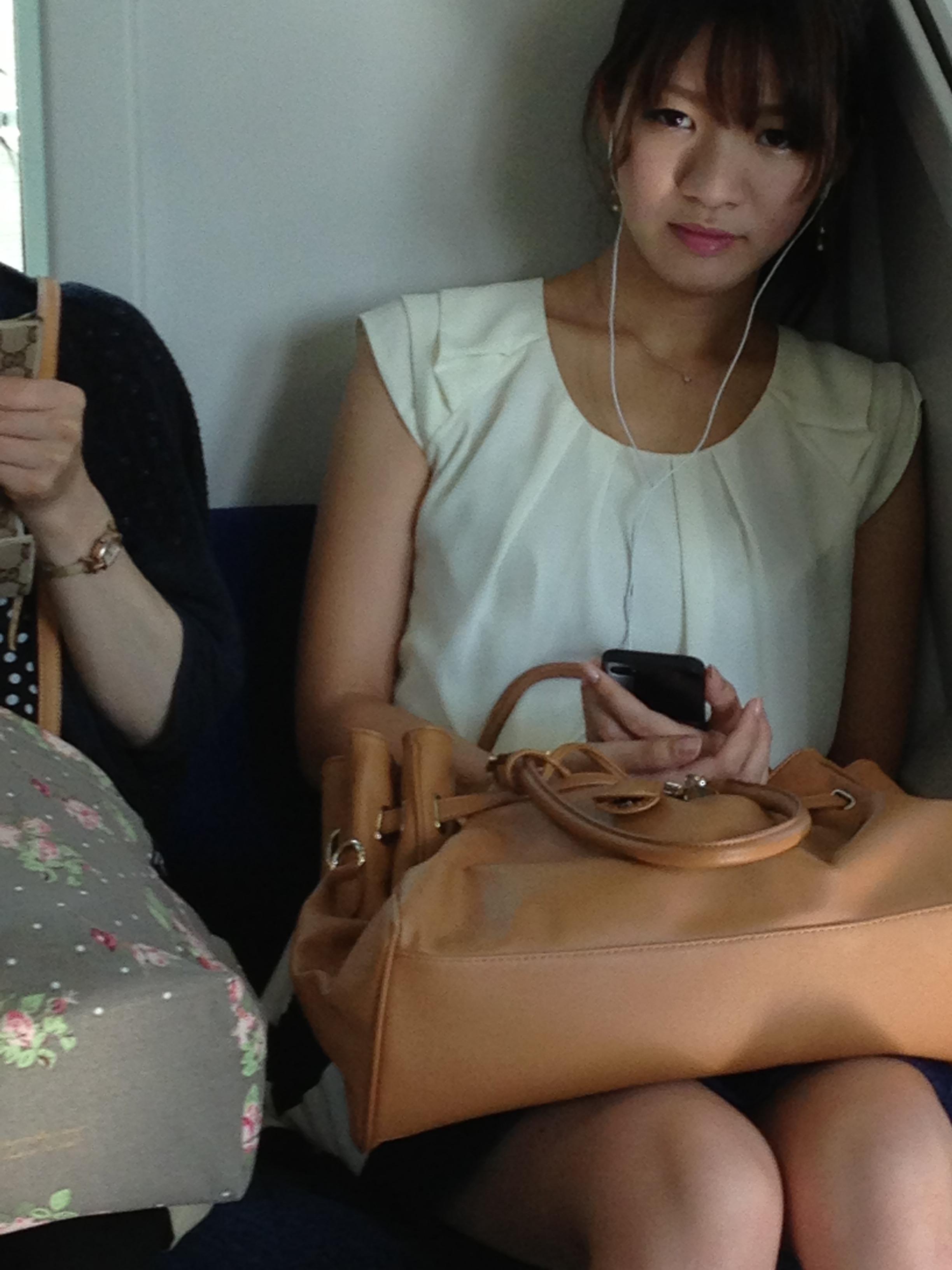 電車で見つけたエロい素人娘達を盗み撮りwww n1YPdgY