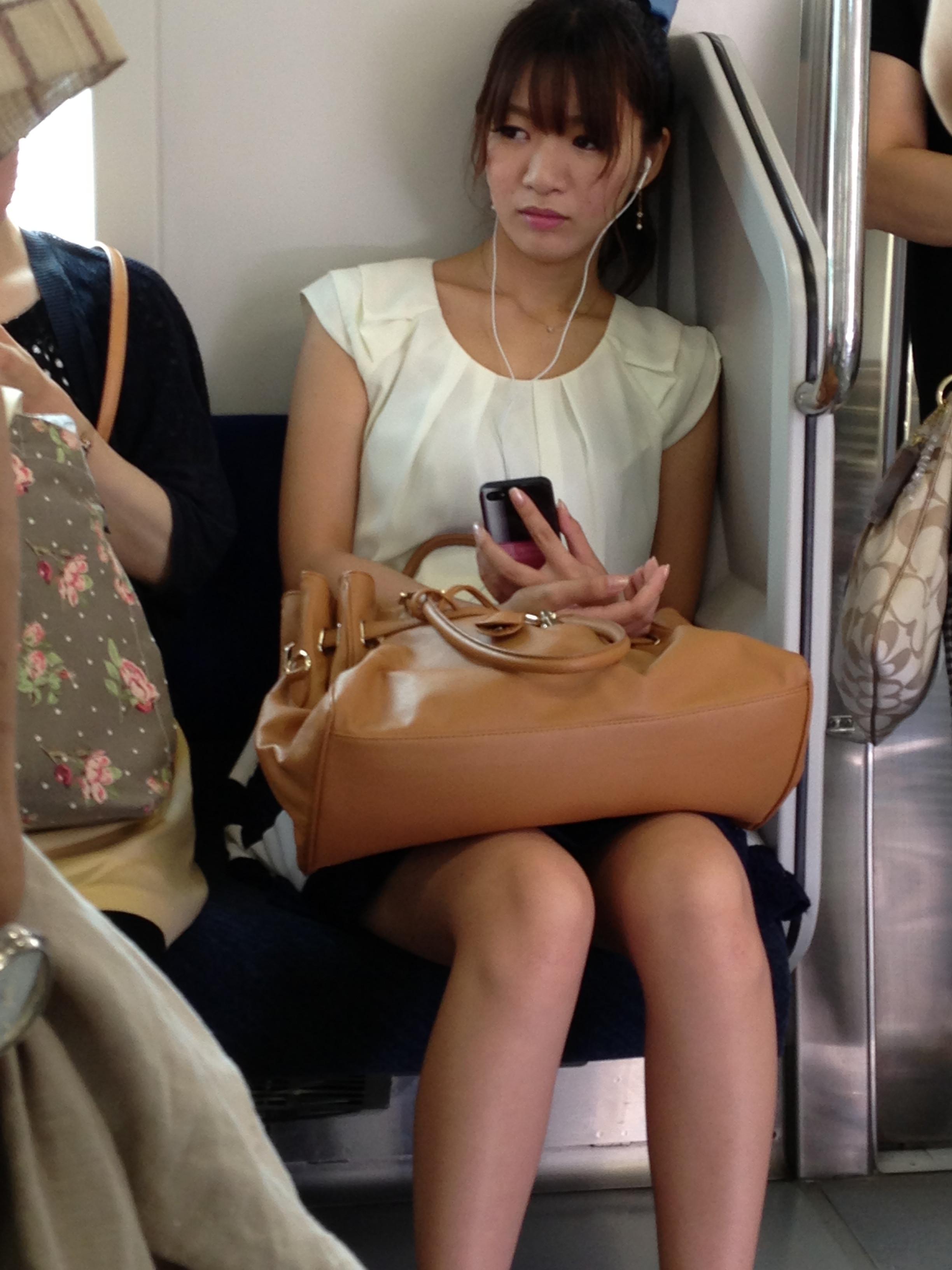 電車で見つけたエロい素人娘達を盗み撮りwww xSmxssP