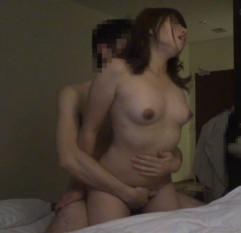 彼女ハメ撮り掲示板に投稿されたうp主渾身の一枚がコチラwwwwww 0522