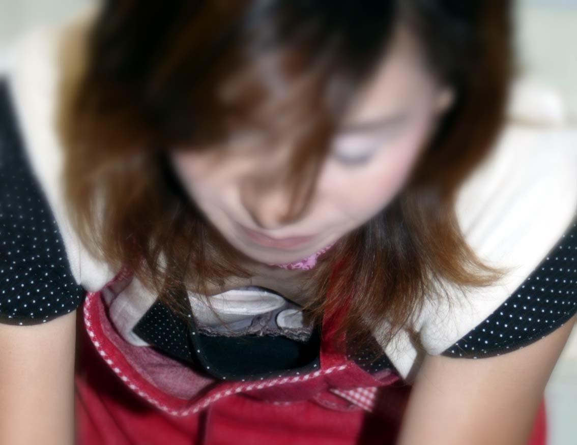 百貨店ショップ店員のキレイなお姉さんwww胸チラ隠し撮りのパラダイスだぁーwww 0620