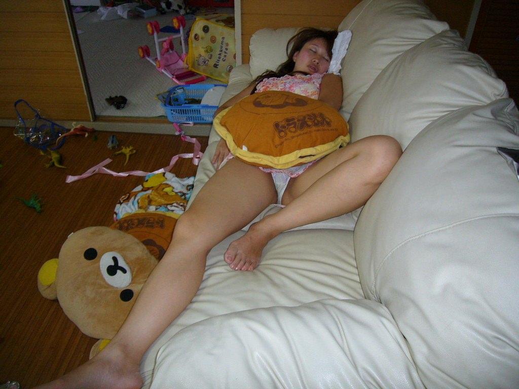 自宅でだらしないワイの奥さんエロ過ぎwww家庭内の人妻エロ画像だぁーwww 1033