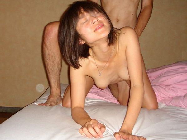 BACKのキモチよさを覚えたシロウト小娘wwwwww巨大チンポに突かれる刺激が性感SEXwwwwww