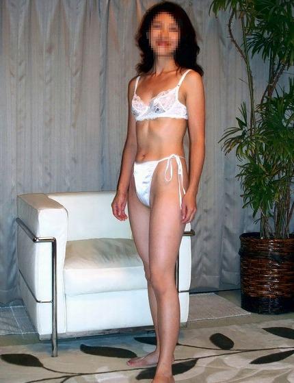 熟女の下着姿ってエロ可愛いwww純白の下着がいい味出してるwww 1744