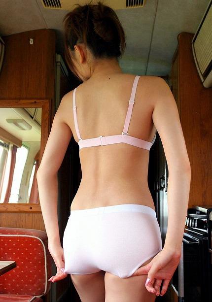 熟女の下着姿ってエロ可愛いwww純白の下着がいい味出してるwww 1745