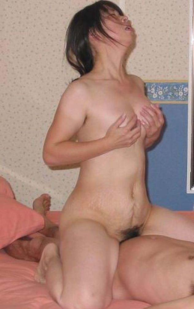 旦那の前では乱れるセックスwww30代人妻のハメ撮り画像www 2205