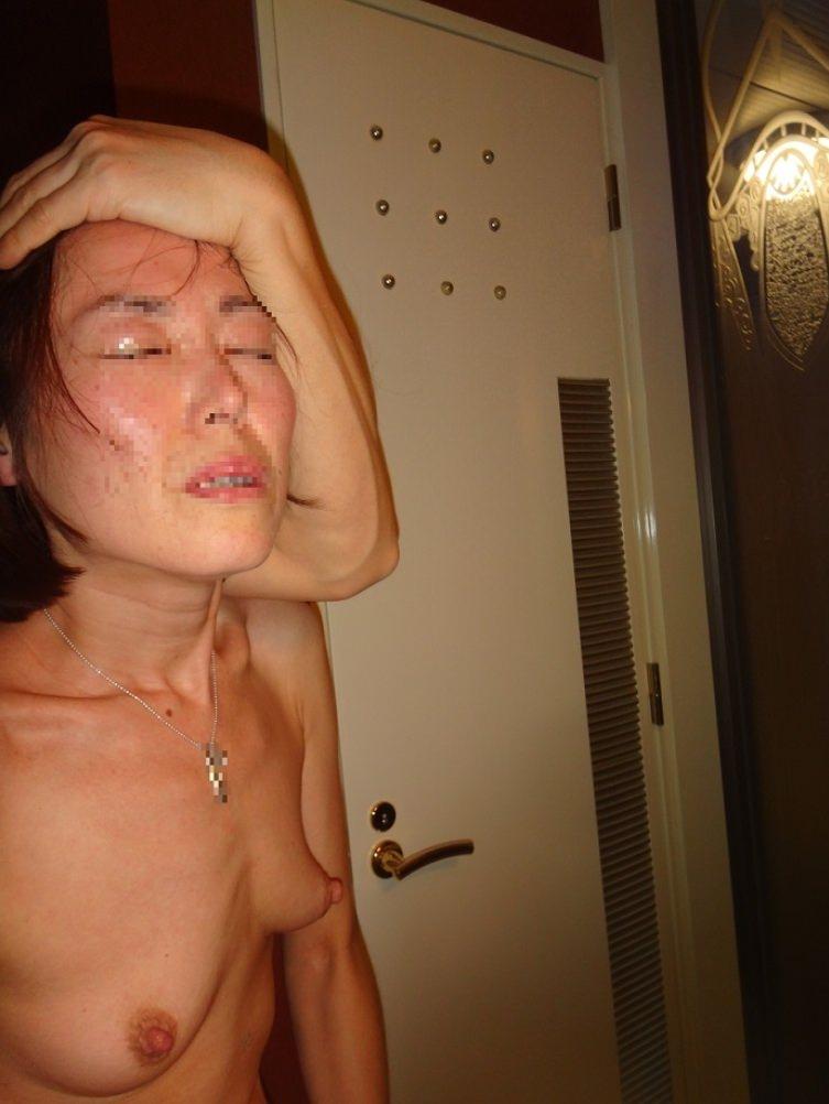 鏡越しに彼女のエロい姿を撮影だぁwwwラブホでいちゃつくカップルって裏山しいすなーwww 2423