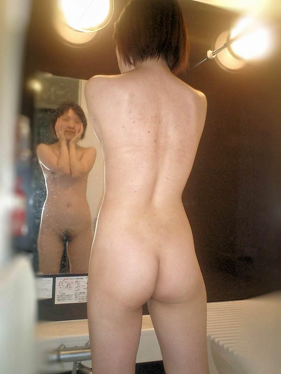 鏡越しに彼女のエロい姿を撮影だぁwwwラブホでいちゃつくカップルって裏山しいすなーwww 2431