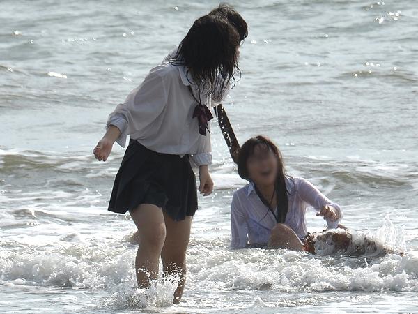 女子高生の制服透けブラ画像おーくれwwwwwwwwww