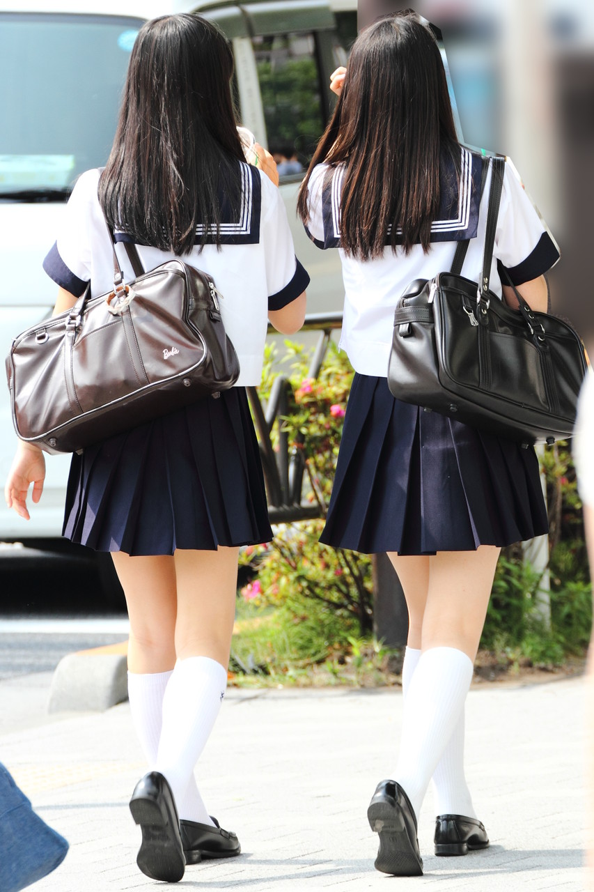 女子高生のスケべぇーな生足太もも画像をくださいwwwww HQvfKR5