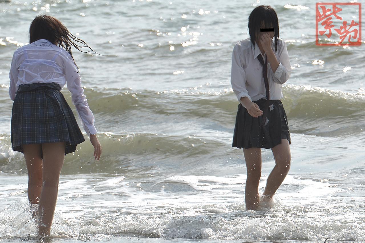女子高生の制服透けブラ画像おーくれwwwwwwwwww lzBqZtA