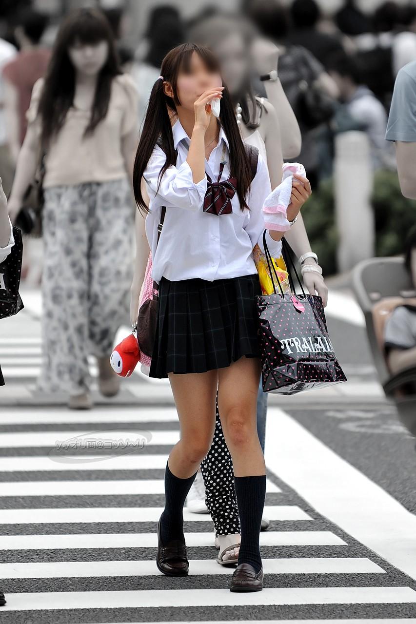 女子高生のスケべぇーな生足太もも画像をくださいwwwww xrRR2qU