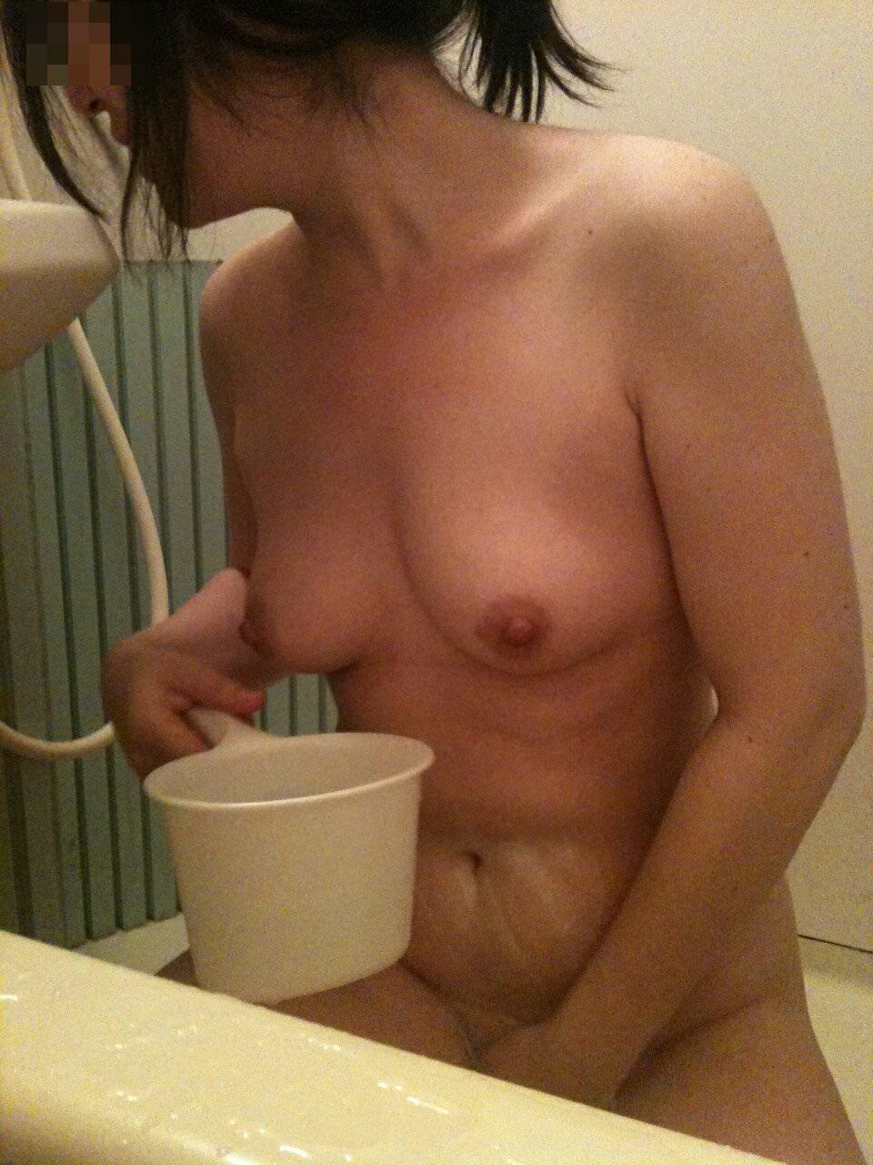 彼女の家でこっそり撮影した彼女の入浴全裸www生々しくて草wwww 0115