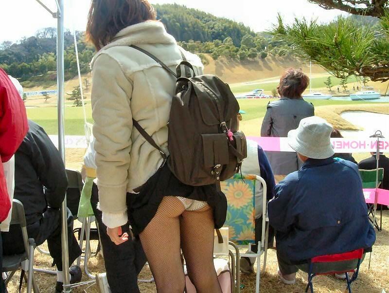 スカートめくれてるしwwwおちゃめなパンチラ街撮り画像www 0428