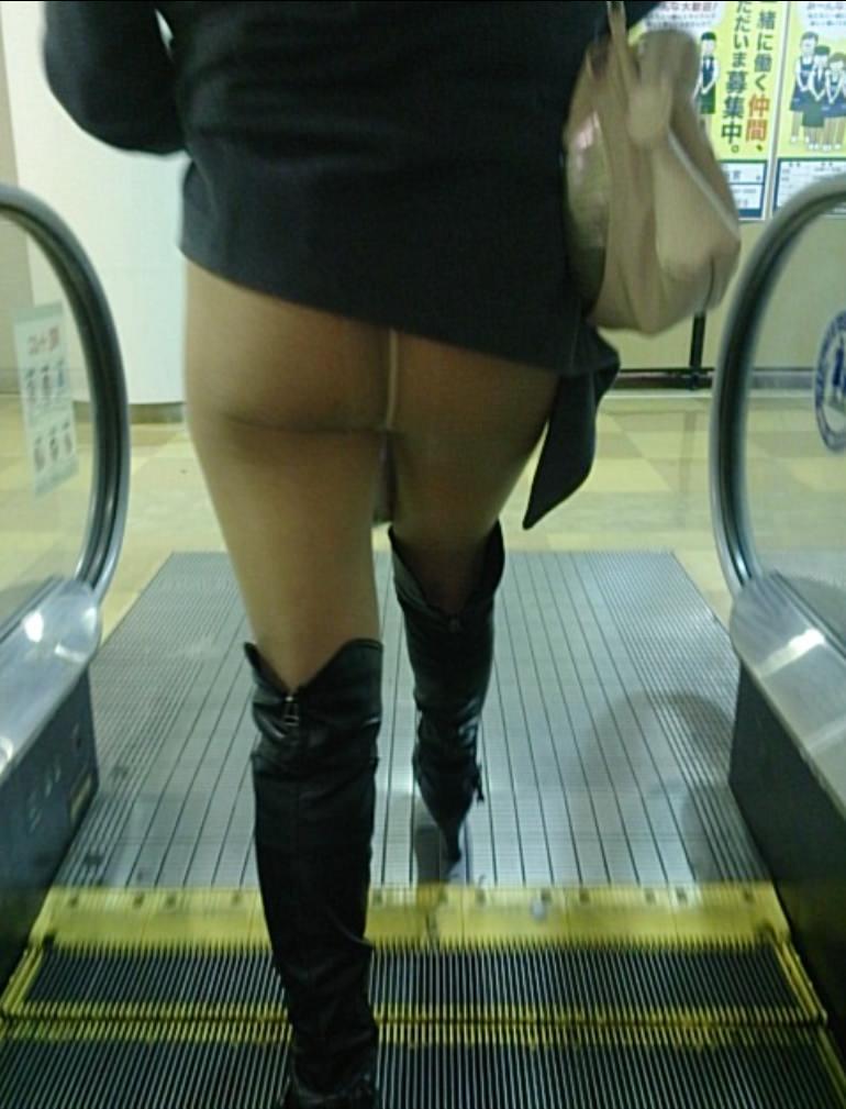 スカートめくれてるしwwwおちゃめなパンチラ街撮り画像www 0434