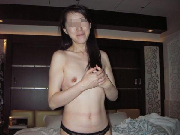 セフレにしてる人妻の裸を大公開www人妻は愛に飢えてるから簡単にヤれるぞぉwww 0442