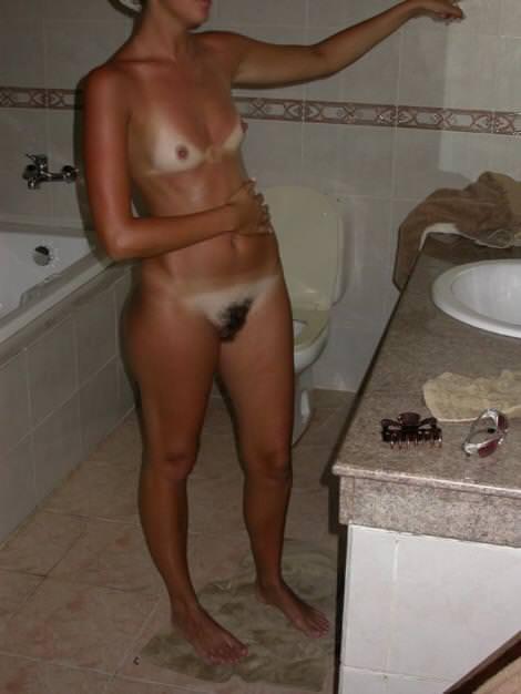 日焼け跡を残したおっぱいお尻って可愛いよなぁ~!!!彼女の日焼け画像を大公開www 0729