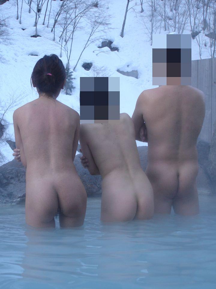 混浴風呂で欲情する素人のお姉さんwwwエッチな予感で乳首ピン立ちwww 1166