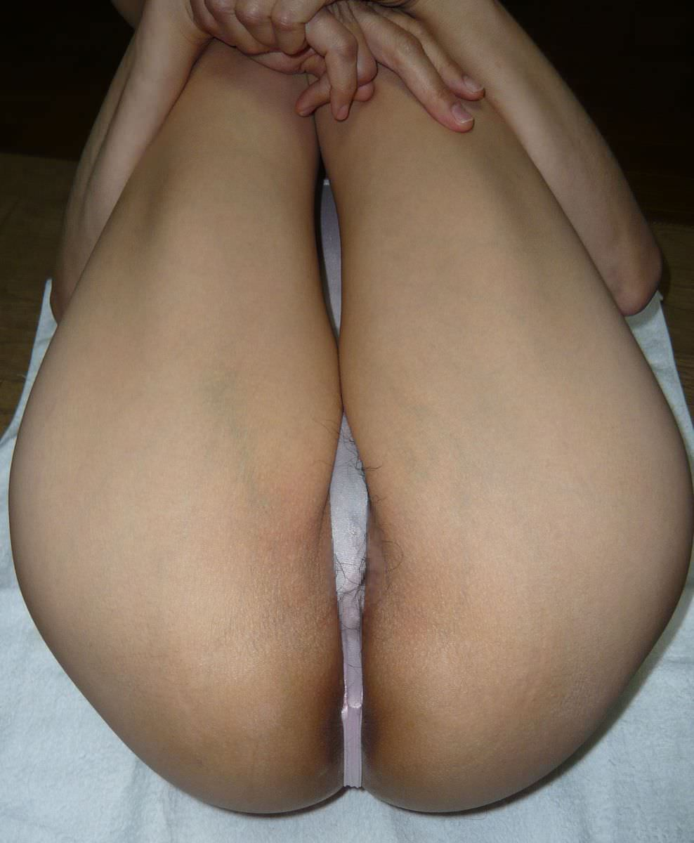 奥さんのTバック履いた汚いお尻を評価してクレメンスwwwww 1539