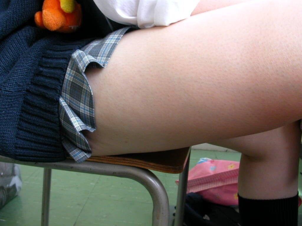 女子高生のエッチな太もも大量放出wwwwww 1BwIwIM