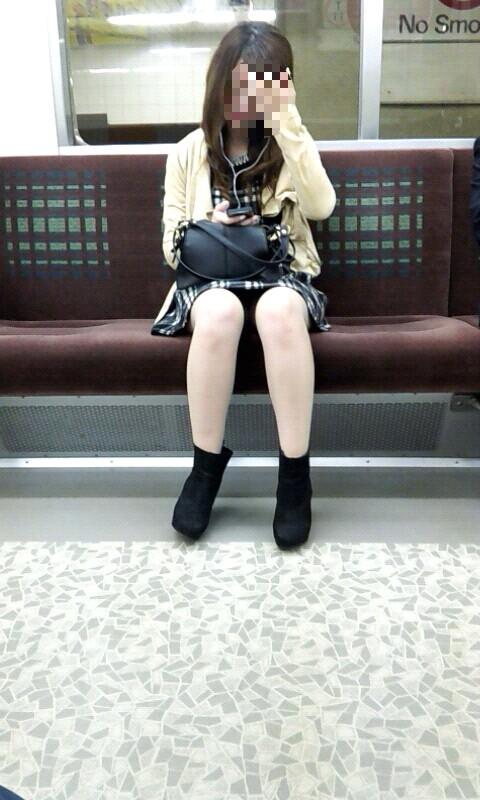 成熟した大人のお姉さんのパンティwww電車で隠し撮りされたパンチラ画像www 2709
