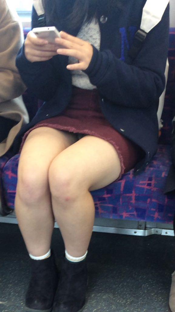 成熟した大人のお姉さんのパンティwww電車で隠し撮りされたパンチラ画像www 2714