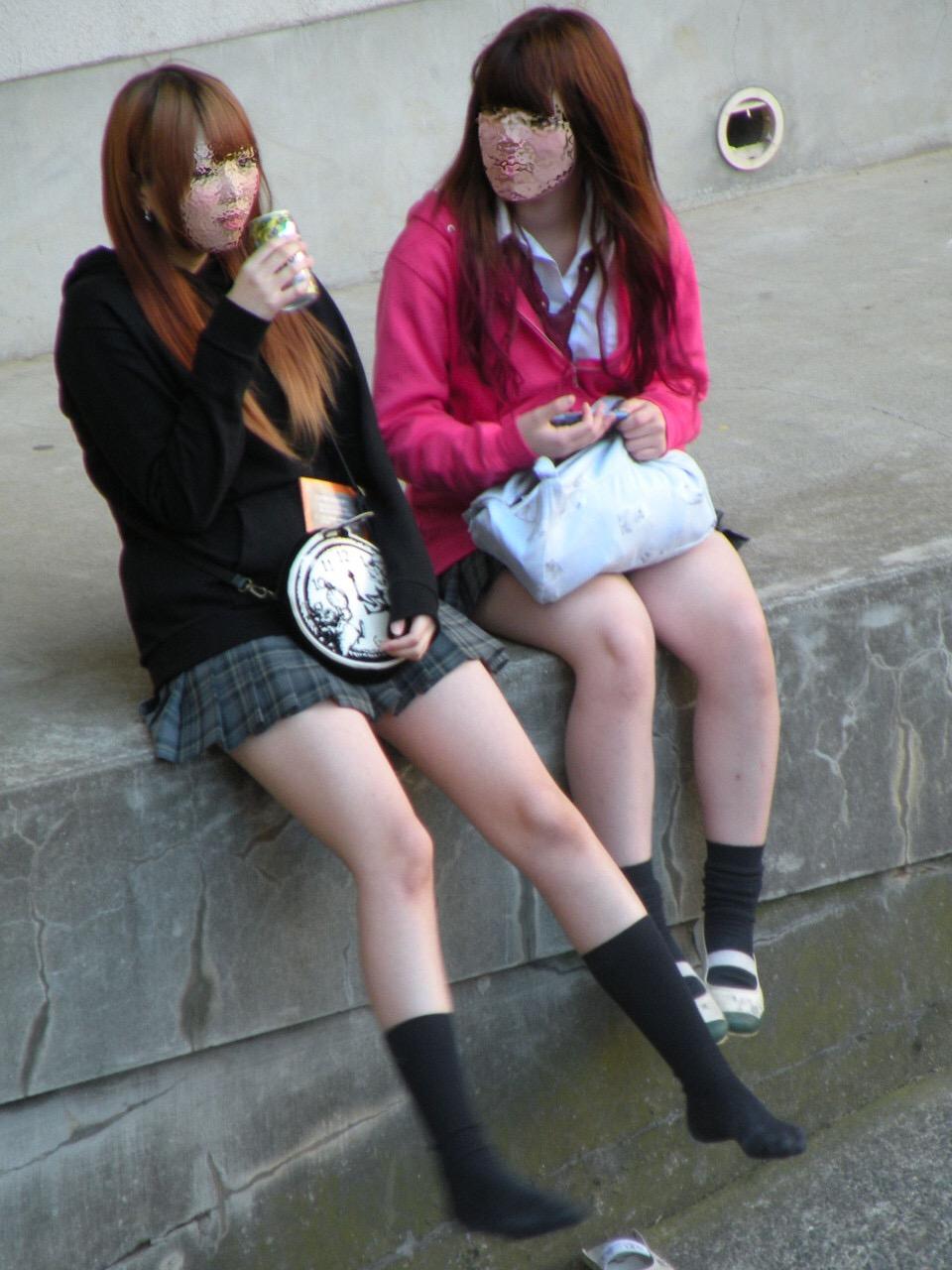 女子高生のエッチな太もも大量放出wwwwww WTT6FVl
