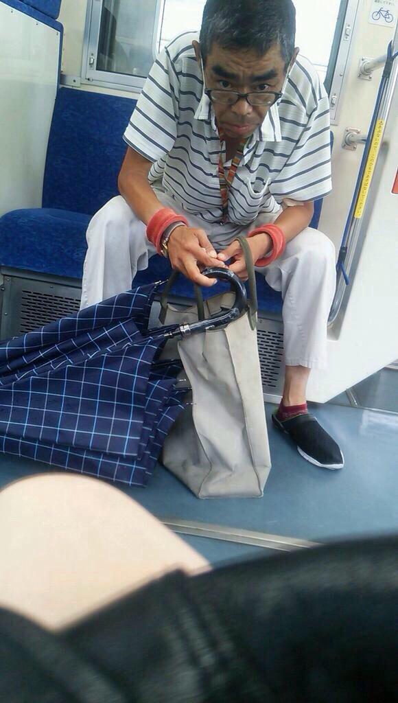 スカート短すぎてパンチラ見えそうなJKと電車で遭遇wwwwwwww n5PUxa0