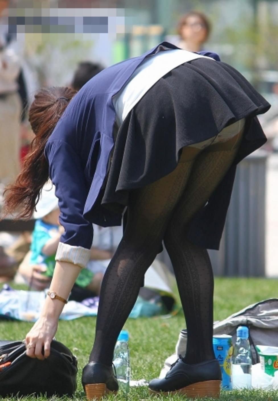 公園行けばパンチラ取り放題だぞぉーwww素人のパンツ盗み撮りだぁーwww 0989