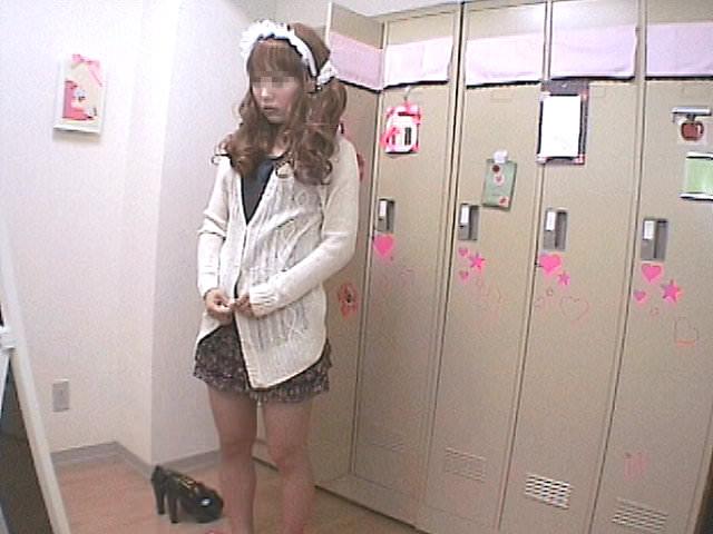 メイドキャバクラの女子更衣室を隠し撮り!!ギャルが全裸すっぽんぽんでお着替えwww 1401