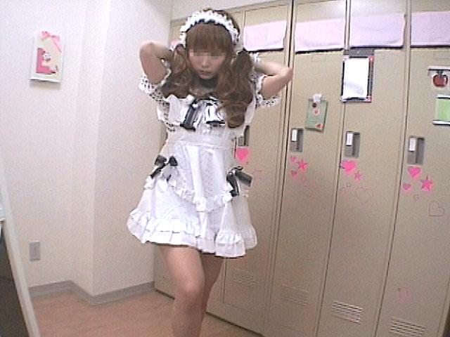 メイドキャバクラの女子更衣室を隠し撮り!!ギャルが全裸すっぽんぽんでお着替えwww 1408