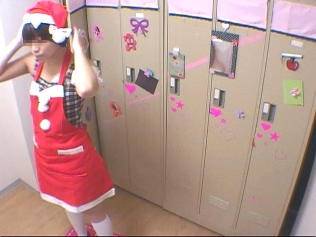 メイドキャバクラの女子更衣室を隠し撮り!!ギャルが全裸すっぽんぽんでお着替えwww 1422