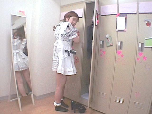 メイドキャバクラの女子更衣室を隠し撮り!!ギャルが全裸すっぽんぽんでお着替えwww 1428