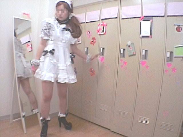 メイドキャバクラの女子更衣室を隠し撮り!!ギャルが全裸すっぽんぽんでお着替えwww 1429
