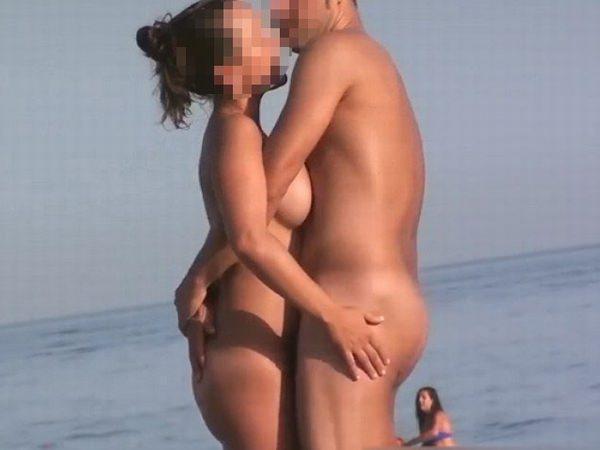 ヌーディストビーチでガチでSEXしちゃう素人の外人さんwwwwwww