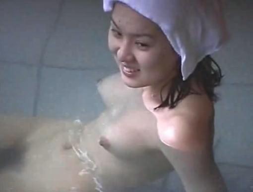 近所の銭湯の女湯ガチ隠し撮りwww素人感溢れすぎてエロ過ぎwww 28169