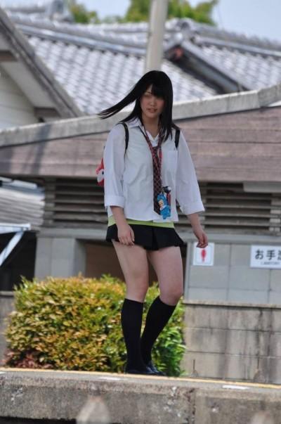 いつ見てもエッチな女子高生の街撮りエロ画像wwwwwww 6ZNn4cJ
