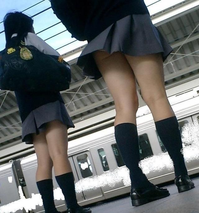 いつ見てもエッチな女子高生の街撮りエロ画像wwwwwww OxAiKKk
