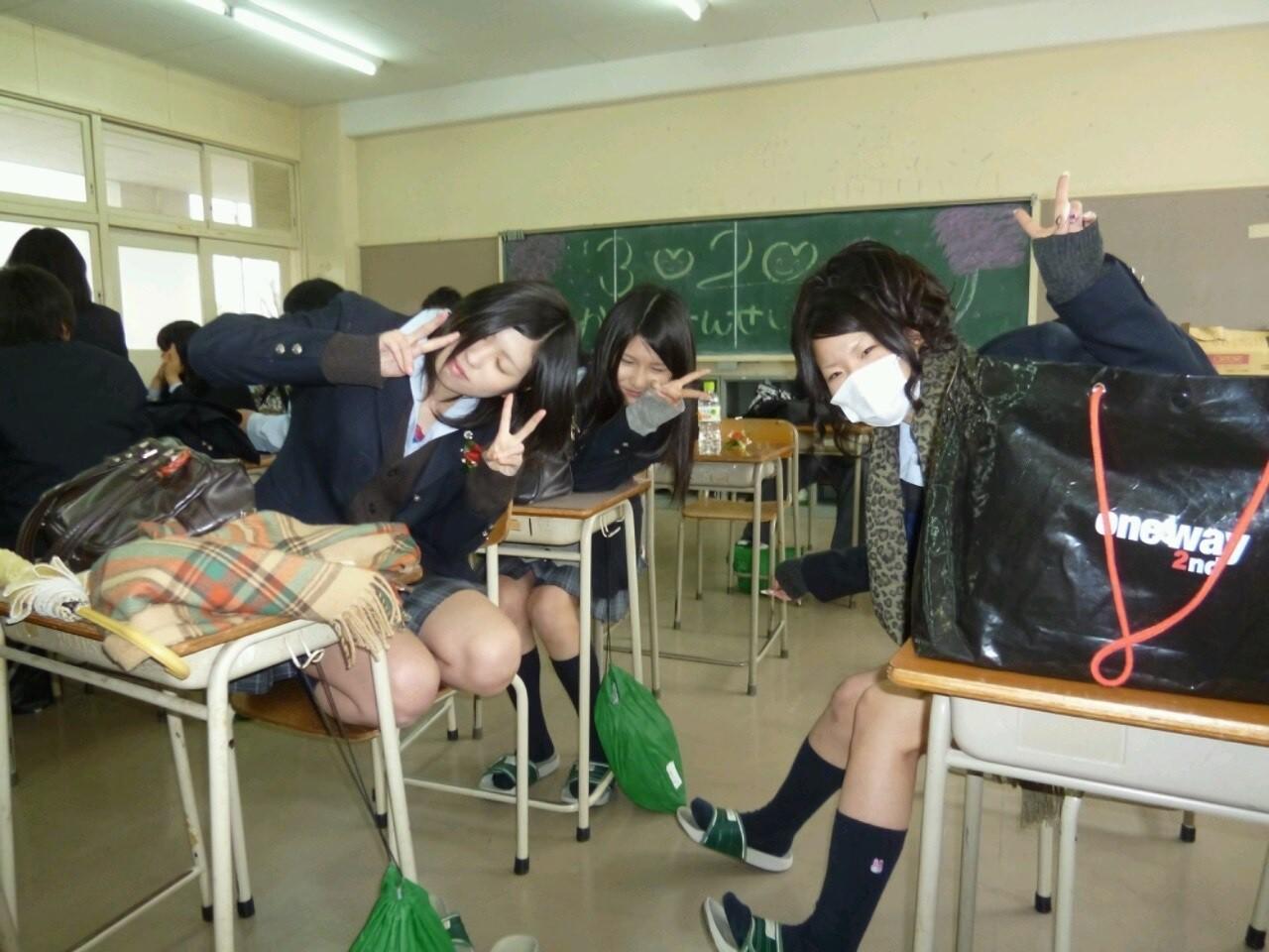 いつ見てもエッチな女子高生の街撮りエロ画像wwwwwww Vn1MFi6