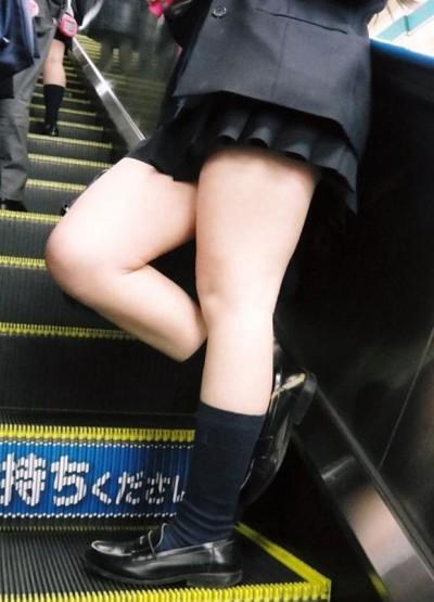 いつ見てもエッチな女子高生の街撮りエロ画像wwwwwww cxvn28Z