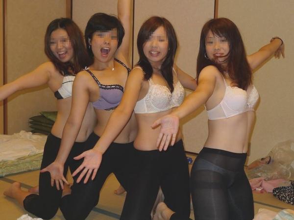 街撮り10代女子高校生が剥き出しにしてチンポ貪るフェラチオが尋常じゃなくエロい画像
