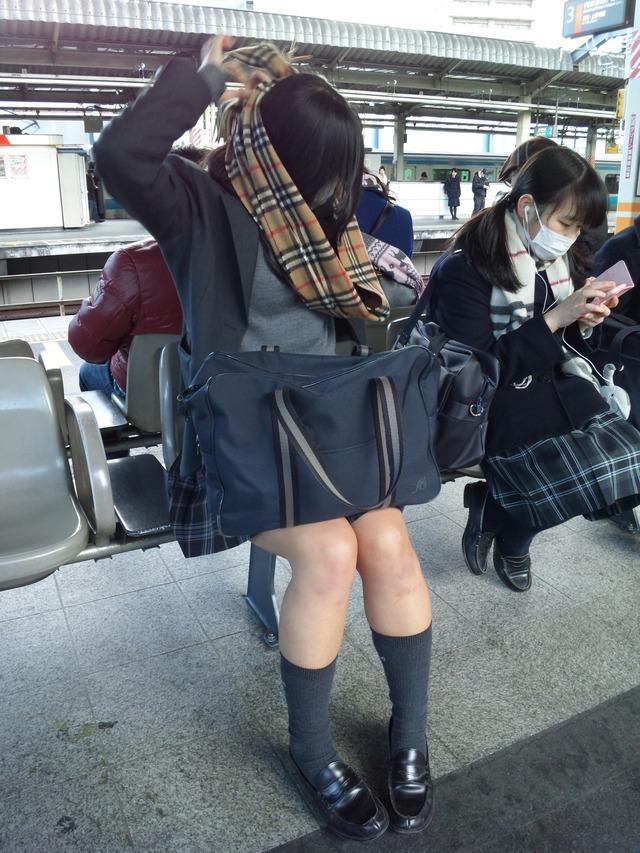 いつ見てもエッチな女子高生の街撮りエロ画像wwwwwww mVACtFy