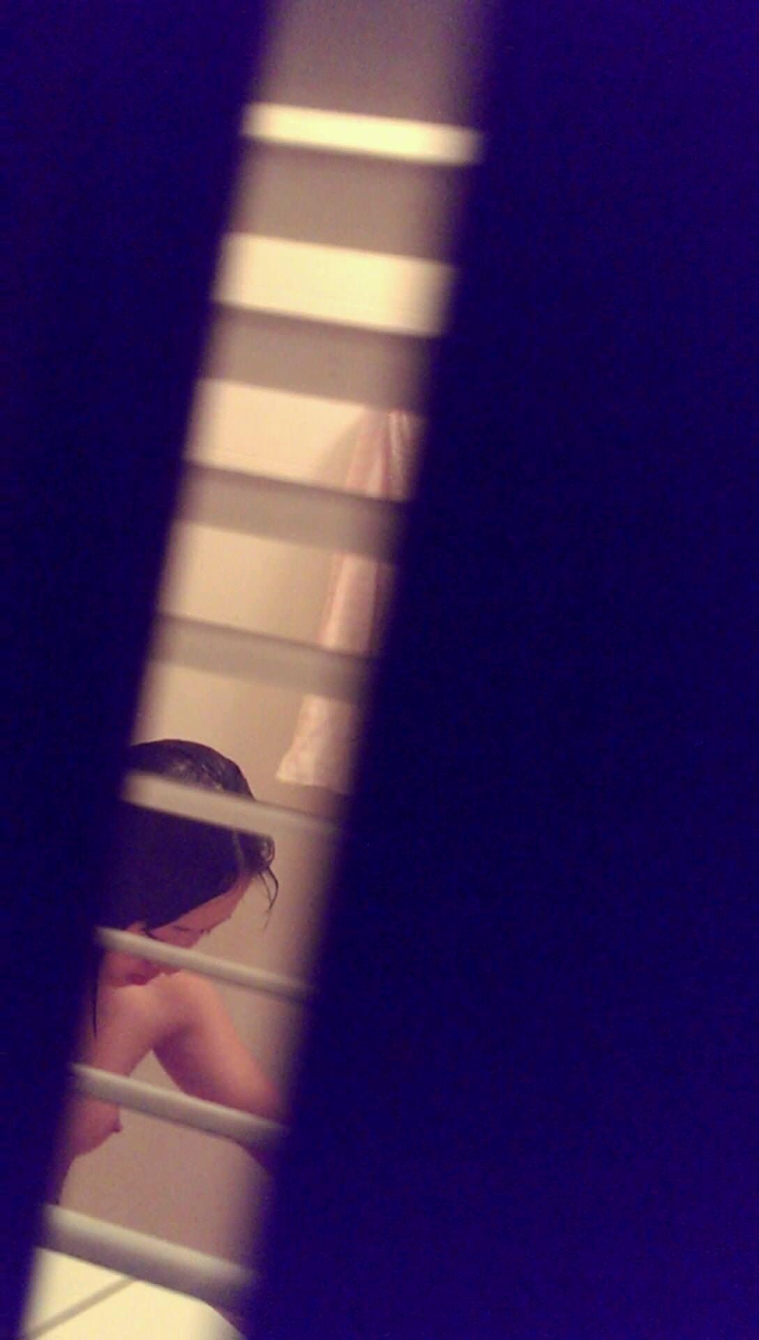 ワイの妻を家庭内でガチ盗み撮りwwwお風呂タイムがマジで狙い目www 0414