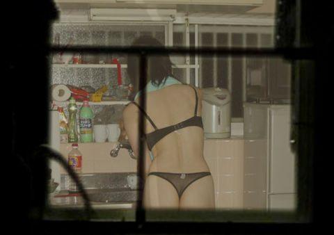 近所の女子大生の部屋のカーテンが少し開いてた!!!お風呂上がりでおっぱい丸見えwww 1004
