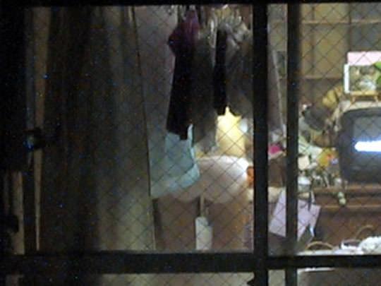 近所の女子大生の部屋のカーテンが少し開いてた!!!お風呂上がりでおっぱい丸見えwww 1005