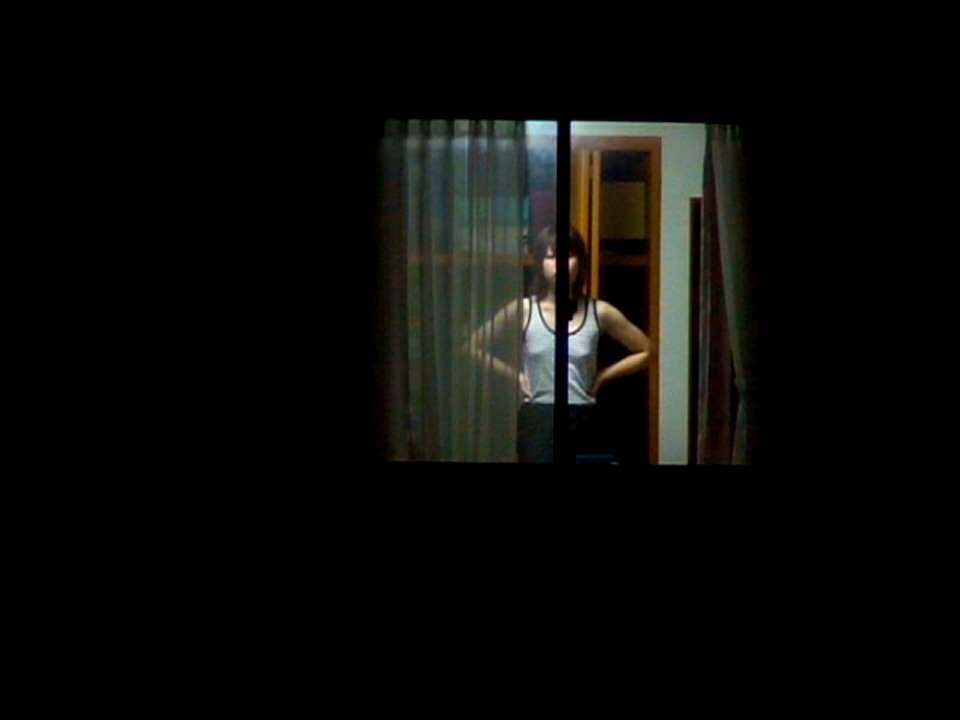 近所の女子大生の部屋のカーテンが少し開いてた!!!お風呂上がりでおっぱい丸見えwww 1016