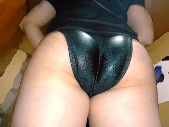 熟女のデカ尻にピッタリなサテンパンツwww汗とマン汁の臭いがヤバそうwww 1435