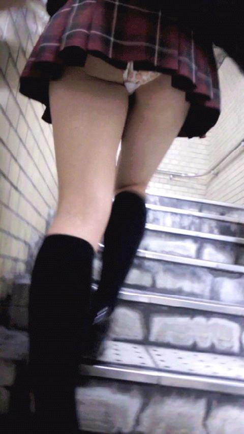 ミニスカお姉さんのパンチラ撮影は簡単だぜぇーwww素人街撮り盗撮画像だぁーwww 2214