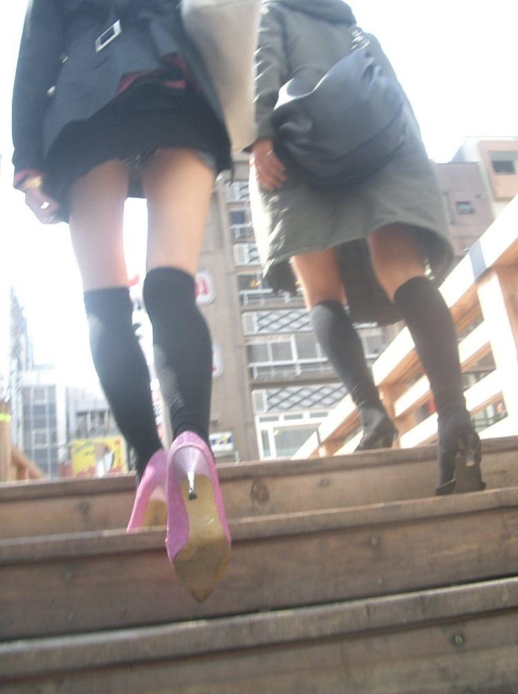ミニスカお姉さんのパンチラ撮影は簡単過ぎるwww素人街撮り画像だぁーwww 2216